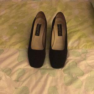 Black satin mid heels square toe